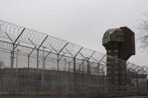 Joliet negocia construcción de centro de detención de inmigrantes