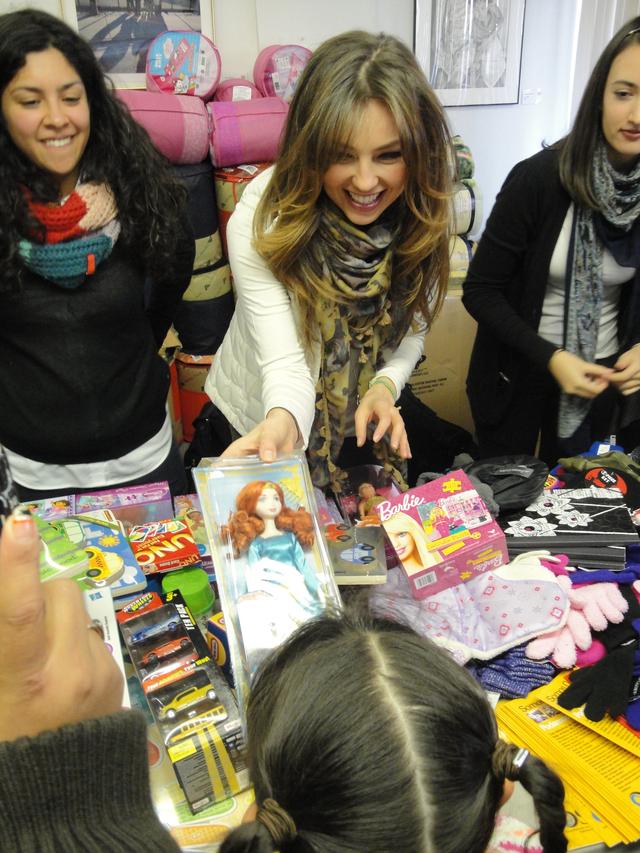 Thalía  ayuda a paisanos