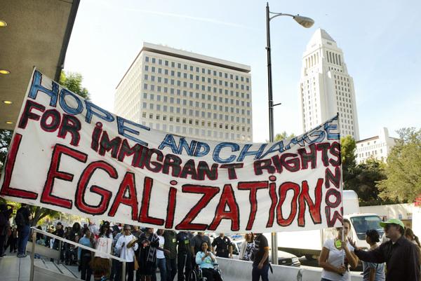 Mayoría de estadounidenses apoya legalización de indocumentados