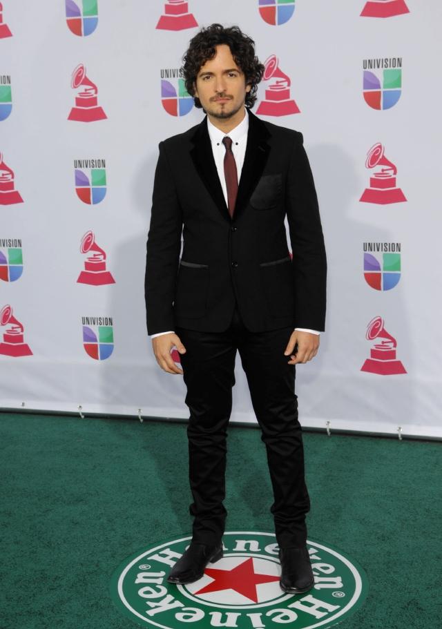 Famosos derrochan  elegancia en Grammy