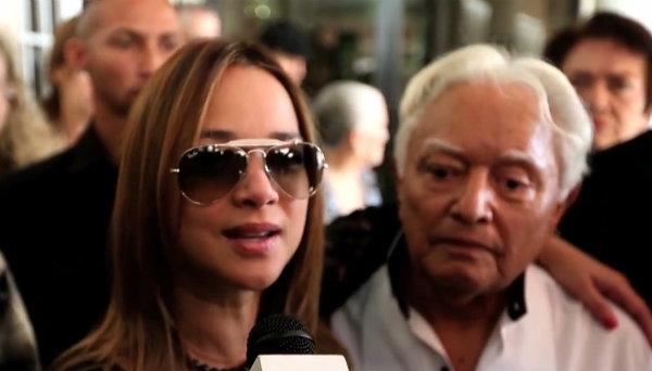 Fortalecida Adamari López en velorio de su madre (fotos)