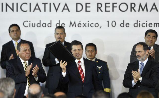 Proponen reforma educativa en México que limitará sindicato