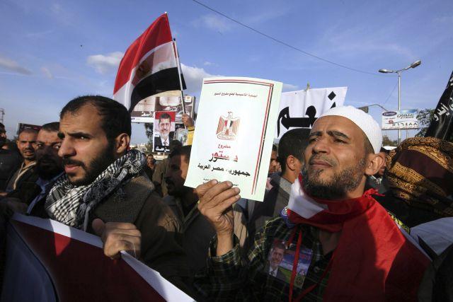 Egipcios protestan en favor y en contra de la Constitución (Fotos)