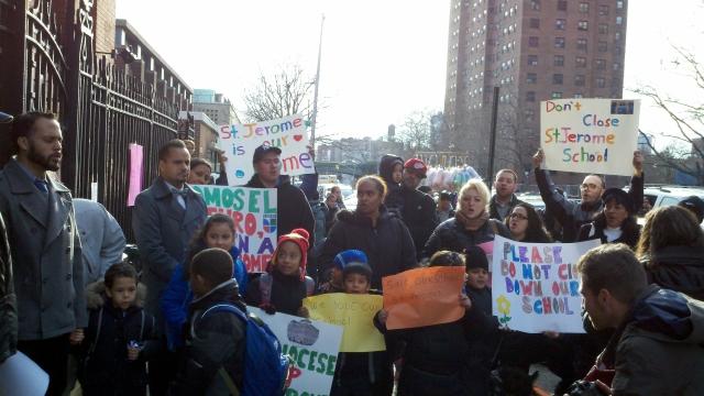 Protestan posible cierre de escuela