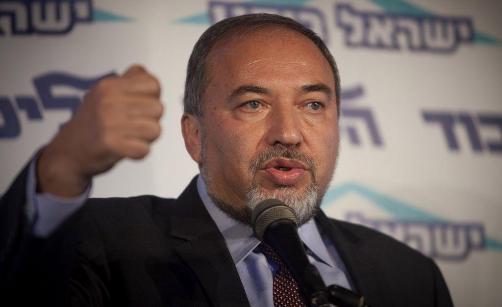 Canciller israelí, acusado de abuso de confianza