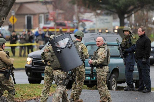 Desalojan iglesia en Newtown por amenazas durante misa por víctimas
