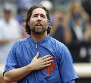 Dickey se despide de los Mets y se va a Toronto