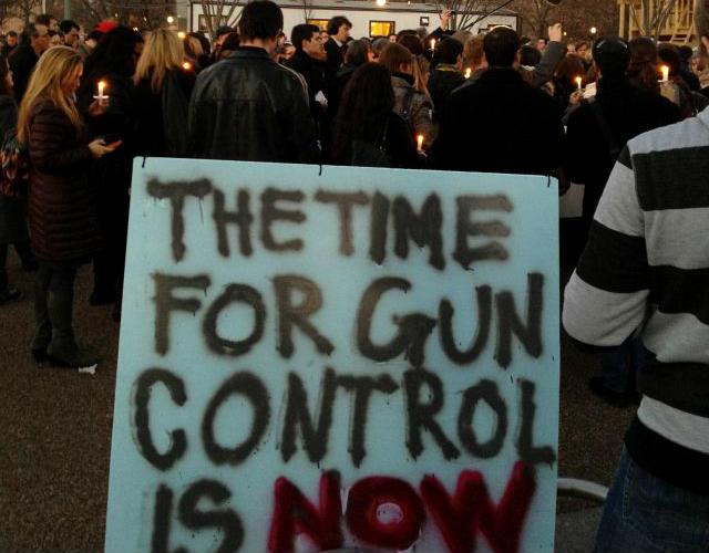 Petición a Obama sobre control de armas gana atracción (Video)