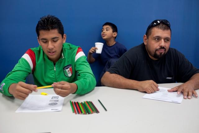 Deportan  más de 200 mil padres en dos años