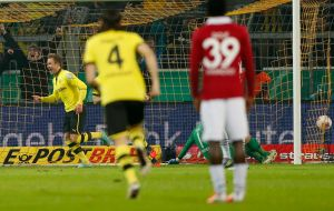 Triplete de Goetze en goleada del Borussia Dortmund (Fotos)