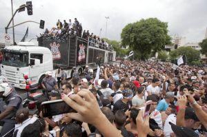 Estalla fiesta en Sao Paulo