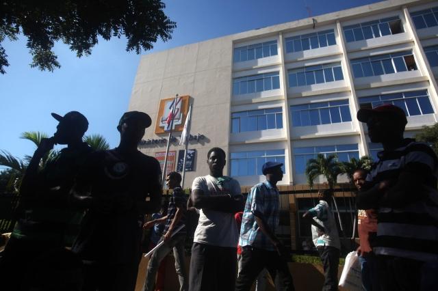 Haitianos exigen pago de prestaciones