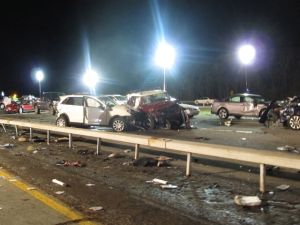Un muerto y 32 heridos en accidente múltiple