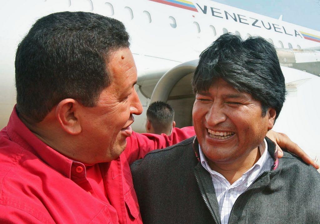 Evo Morales le da apoyo a Hugo Chávez en Cuba
