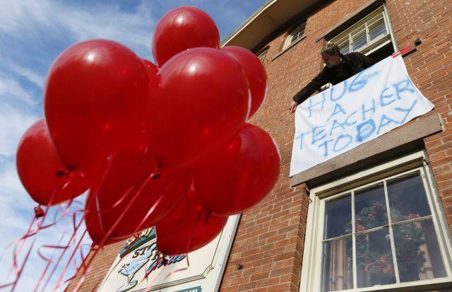 Tragedia en Sandy Hook cambia visión sobre maestros en EE.UU.