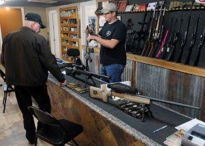 Gobernador Cuomo firma ley que protege a niños de las armas de fuego