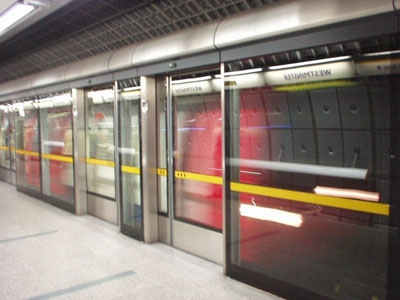 MTA considera poner barreras en andenes del tren