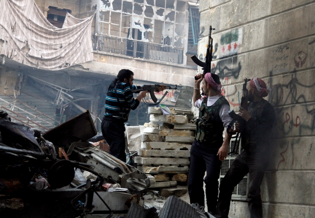 Otro bombardeo tras masacre en Siria