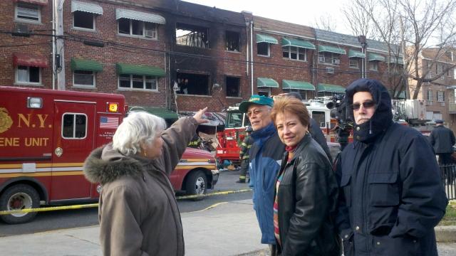 Familia sobrevive mortal incendio