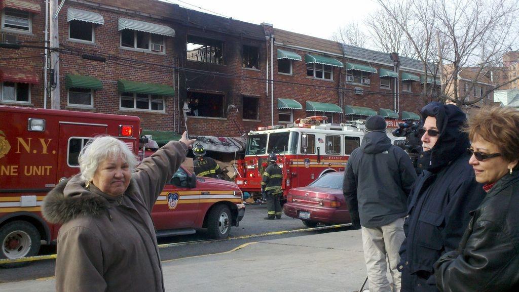 Familia boricua sobrevive mortal incendio en El Bronx