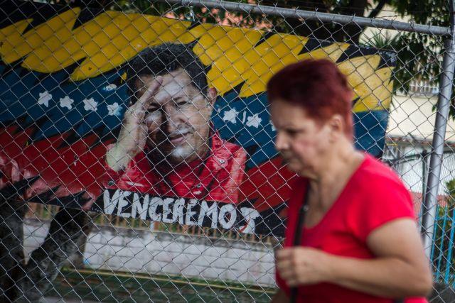 """Aseguran que Hugo Chávez """"batalla duro"""" por la vida"""
