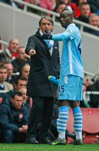 Balotelli cerca de liarse a golpes con Mancini