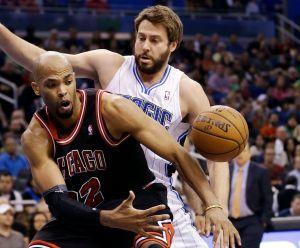 Boozer guía a Bulls a una victoria sobre los Magic (Fotos)