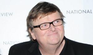 Michael Moore lamenta que siga sin haber control de armas (Video)