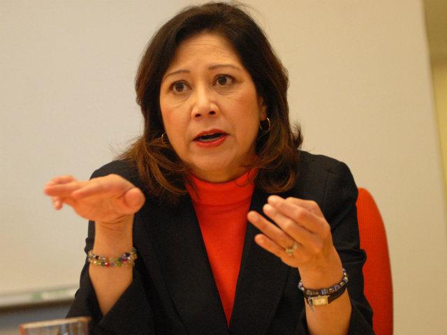 Hilda Solís apunta a un puesto electivo en California