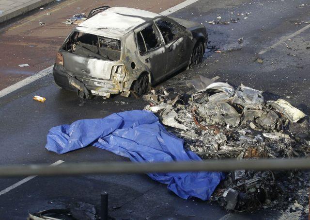 Descartan terrorismo en caída de helicóptero en Londres (fotos)
