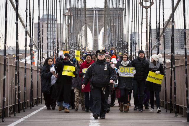 Cientos marchan en NYC contra las armas de fuego (fotos)
