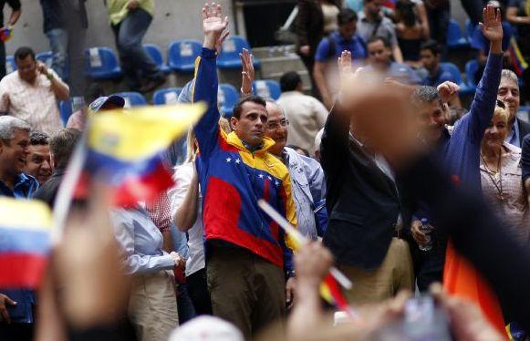 Capriles pide que si Chávez puede bromear que llame por teléfono (Fotos)