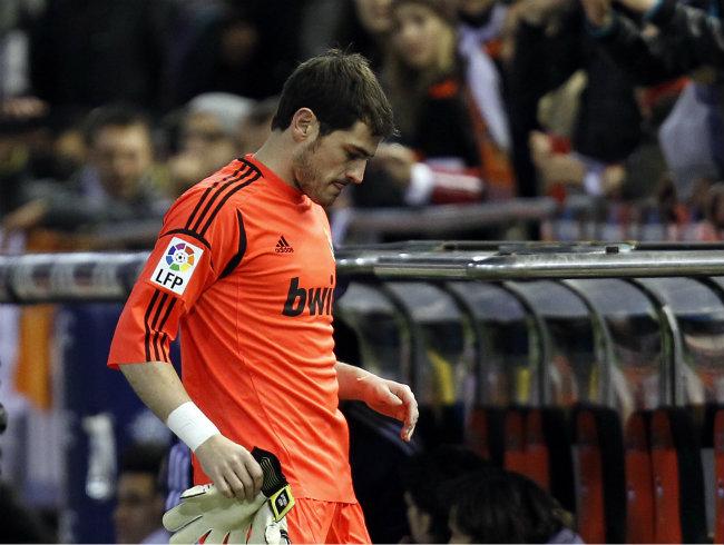 Real Madrid pierde a Iker Casillas por ocho semanas (video)