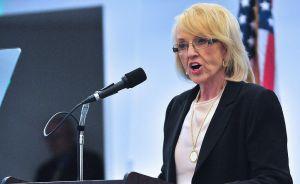 Arizona suaviza su discurso antiimigrante ante el peso de voto hispano