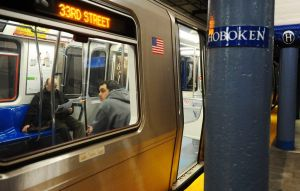 Horrible accidente: hombre muere picado en dos por tren PATH en Nueva York