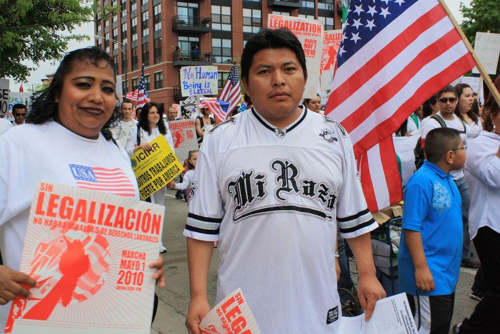Activistas denuncian detenciones de indocumentados en Chicago