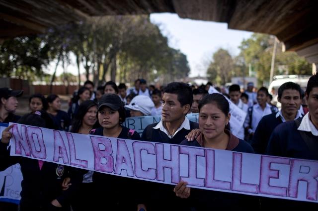 Estudiantes se oponen a reforma educativa