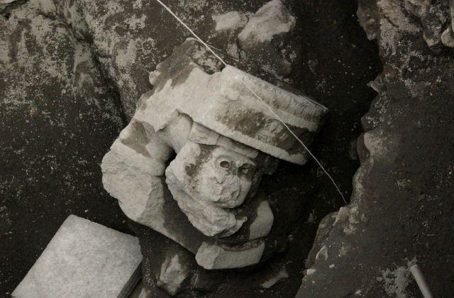 Encuentran escultura en Pirámide del Sol en Teotihuacán (Fotos)