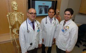 Médicos hispanos ayudan a integrarse a enfermeros bilingües
