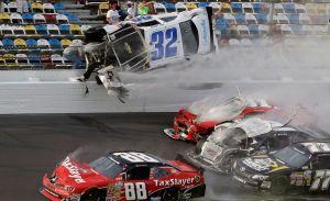 Espectadores heridos tras choque múltiple en Daytona (Fotos y video)