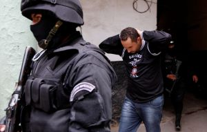 Bolivia encarcela a fans brasileños