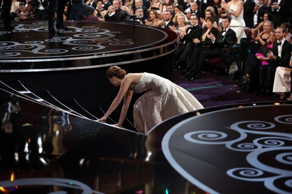 Chismes del Oscar: De la caída a lo antihispano (videos)