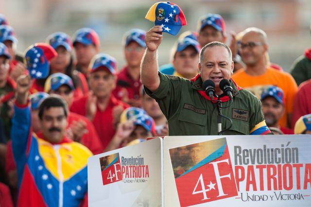 Gobierno venezolano verifica que Chávez sí ejerce sus funciones
