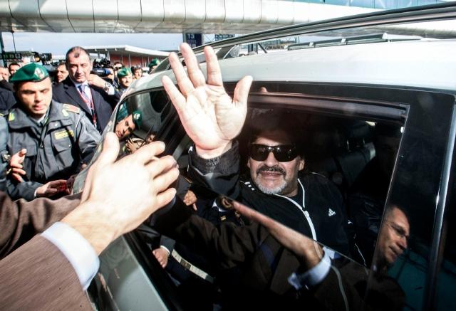 Italia no olvida a Maradona