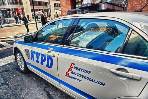 Acusan oficial de NYPD de buscar prostitutas