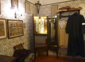 Sastrería romana crea las sotanas de los papas