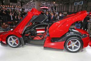 Ferrari presenta su nuevo super deportivo (Video)