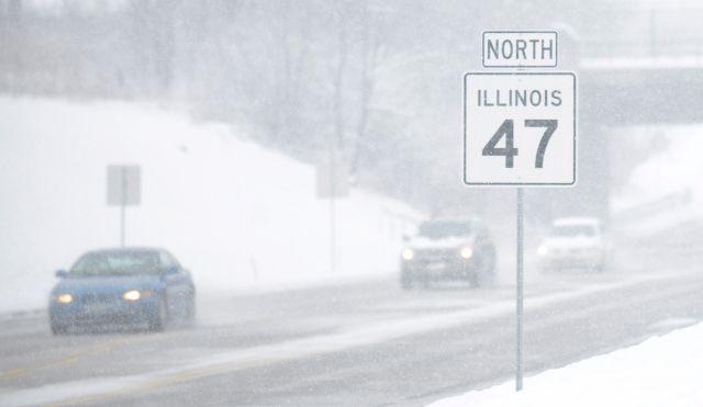 Tormenta en Chicago deja 14 pulgadas de nieve