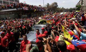 En vivo: El féretro de Chávez llega a academia militar