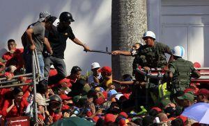 Filas de 12 horas para ver cadáver de Chávez (Fotos)